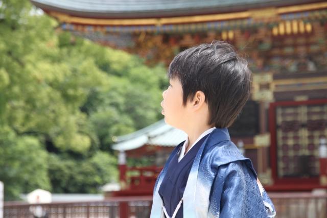 七五三の5歳の羽織袴を着た男の子