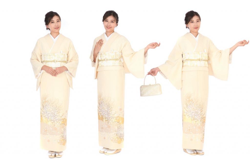 桂由美 クリーム地に雲取り乱菊の色留袖を着た女性