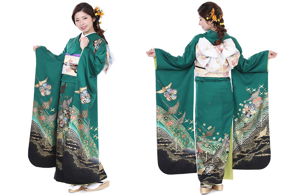 緑色の振袖を着た女性