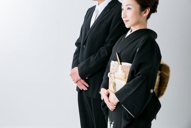 黒留袖を着た女性