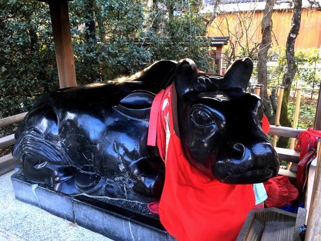北野天満宮の牛の像