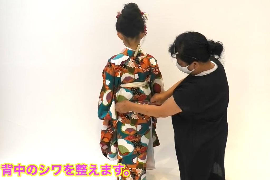 七五三 七歳女の子の着付け 着物のシワ