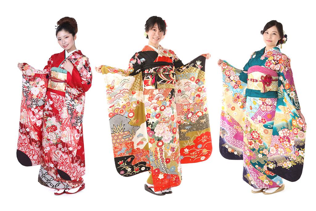古典柄の振袖を着た女性