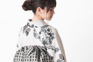 JOTARO SAITOの白い着物を着た女性