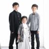 学生服を着た男の子と羽織袴を着た男の子と蝶ネクタイにシャツの服を着た男の子