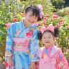 水色の七五三着物を着た女の子とピンクの被布着物を着た女の子